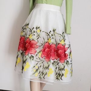 Gracia embroidered floral skirt size M
